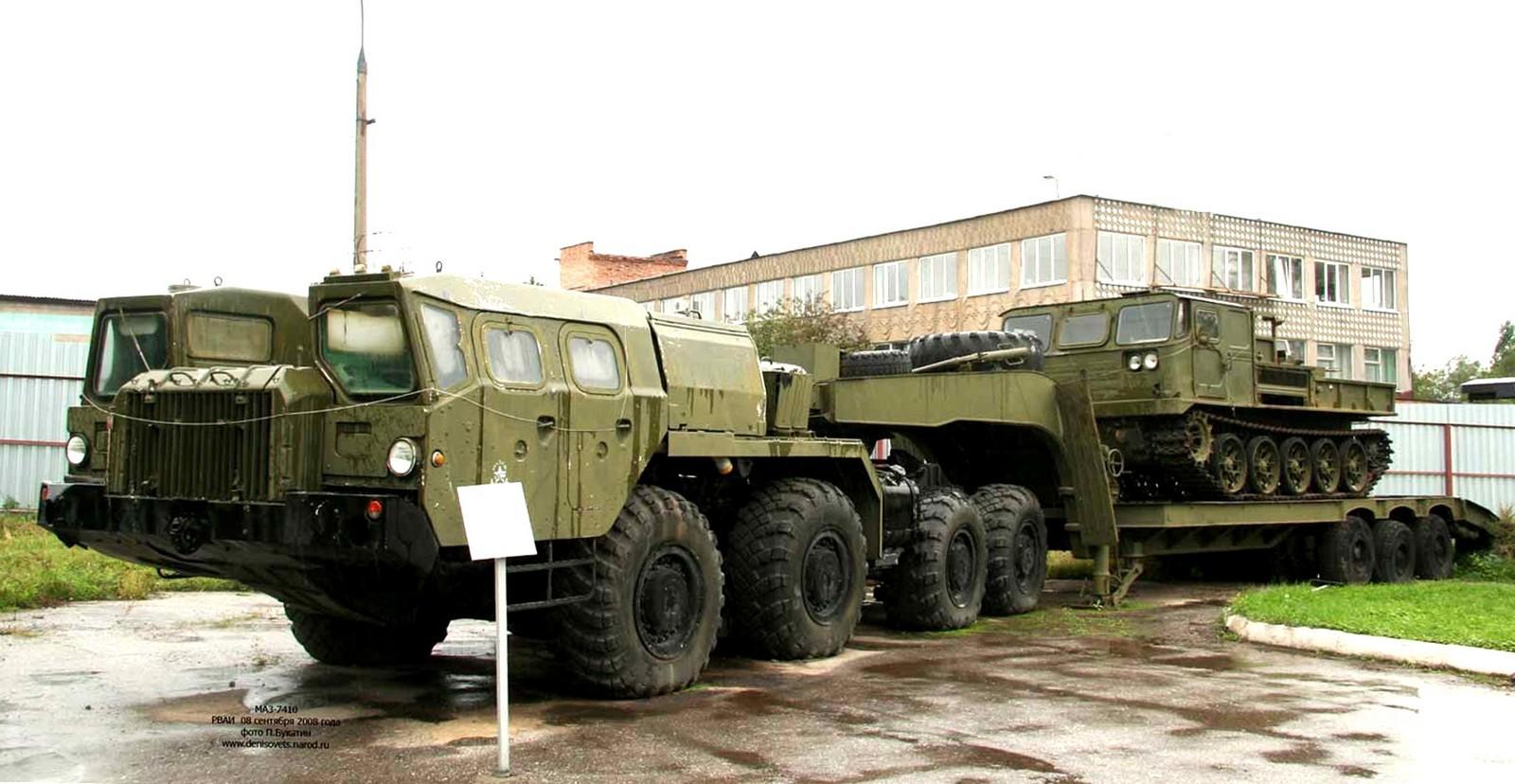 МАЗ-74101 с полуприцепом ЧМЗАП-9990 в Рязанском военном музее (фото П. Букатина)