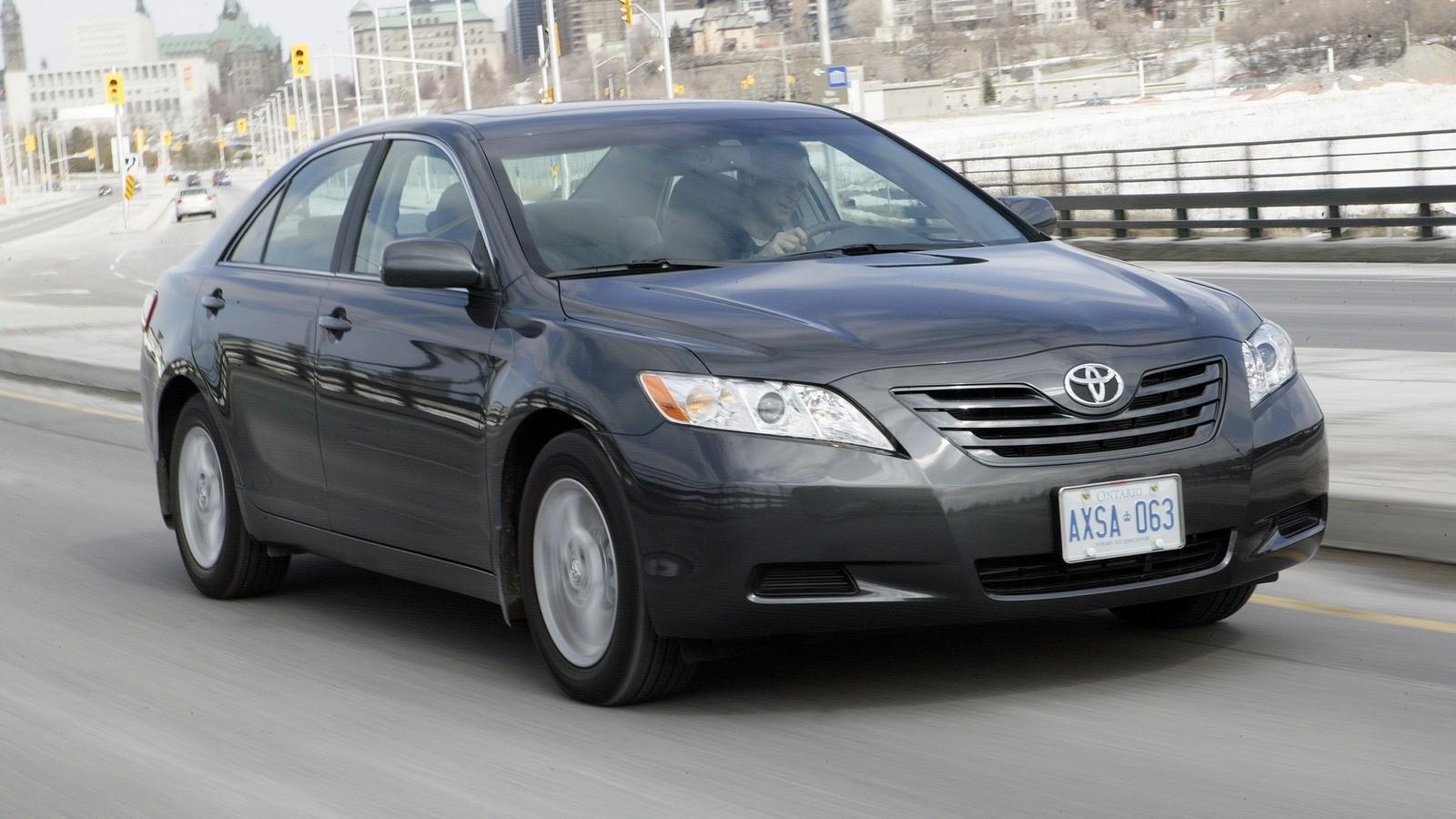 На фото: Toyota Camry LE '2006–09ч