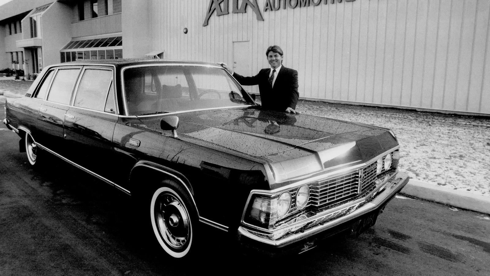 «Канадский след»: ГАЗ-13 возле здания компании AHА Automotive Technologies (Канада)