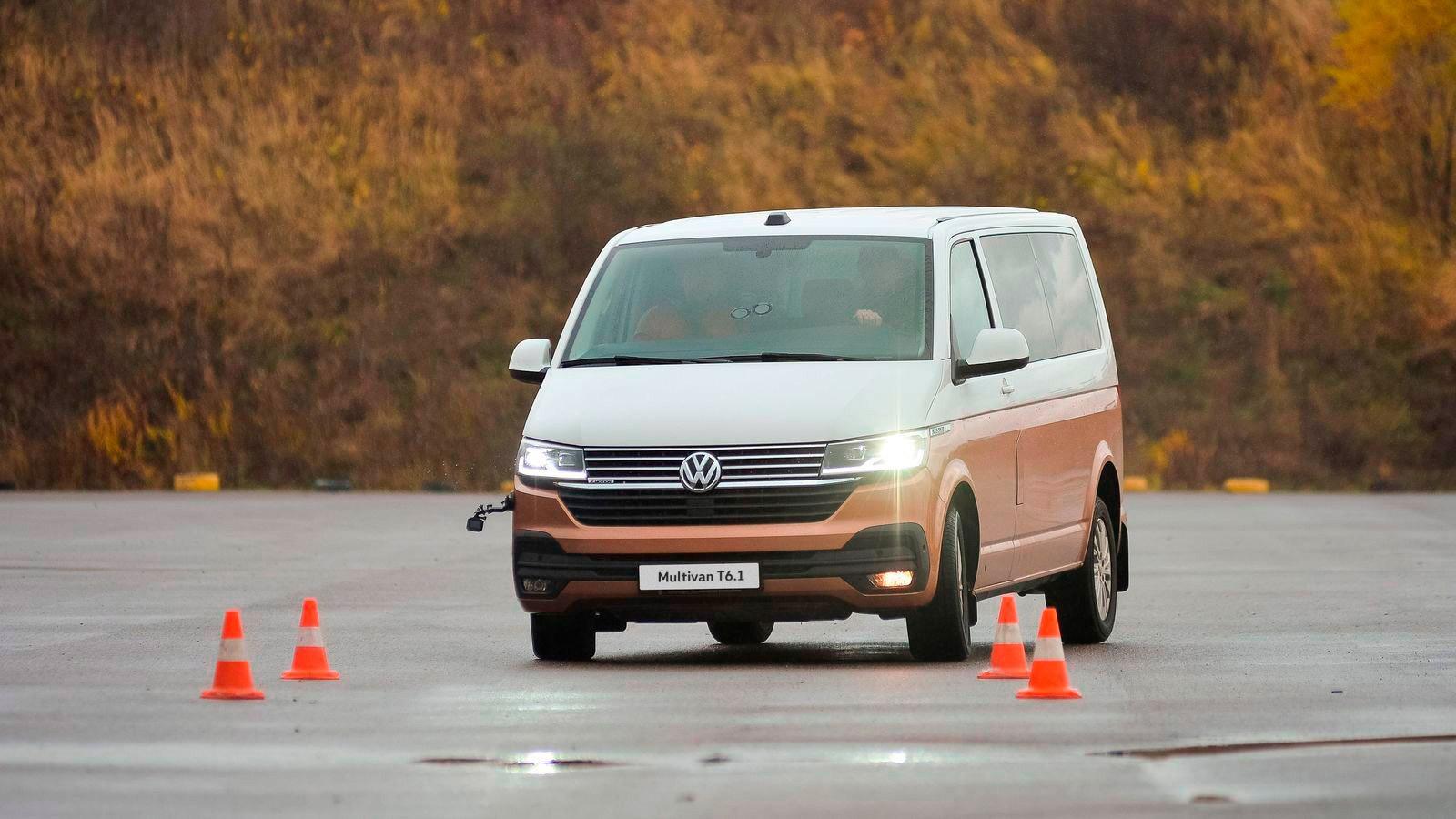 Умеет, любит, практикует: экстремальное вождение Volkswagen Multivan
