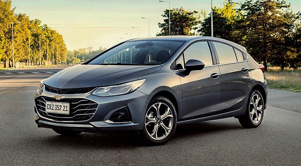Chevrolet Cruze ещё жив: седану и хэтчбеку достались скромные обновки в 2021 модельном году