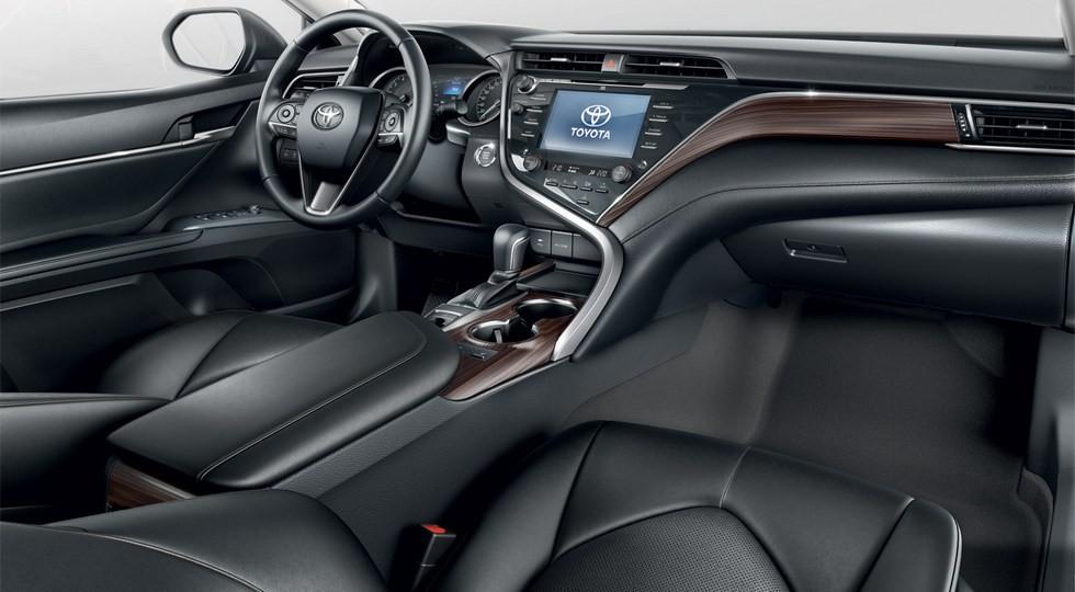 На фото: Toyota Camry нового поколения
