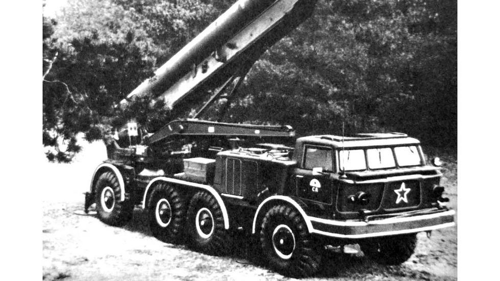 Пусковая установка 9П113 комплекса «Луна-М» в боевом положении (из архива автора)