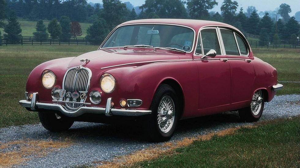 На фото: Jaguar S-Type '1963–68