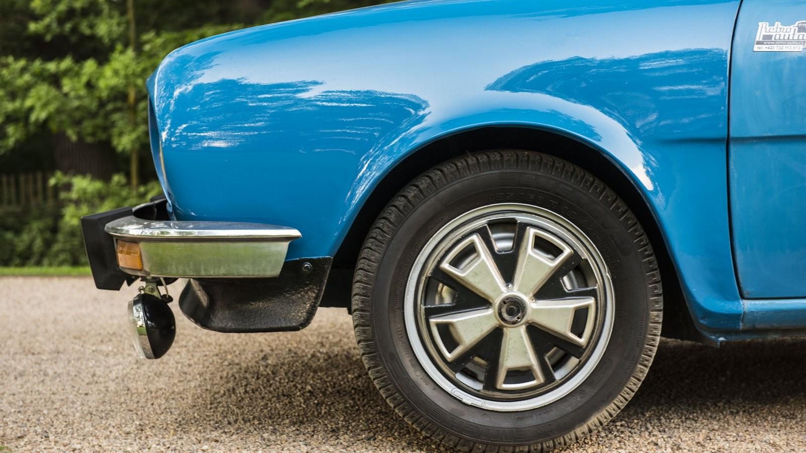 Skoda110 голубой колеса