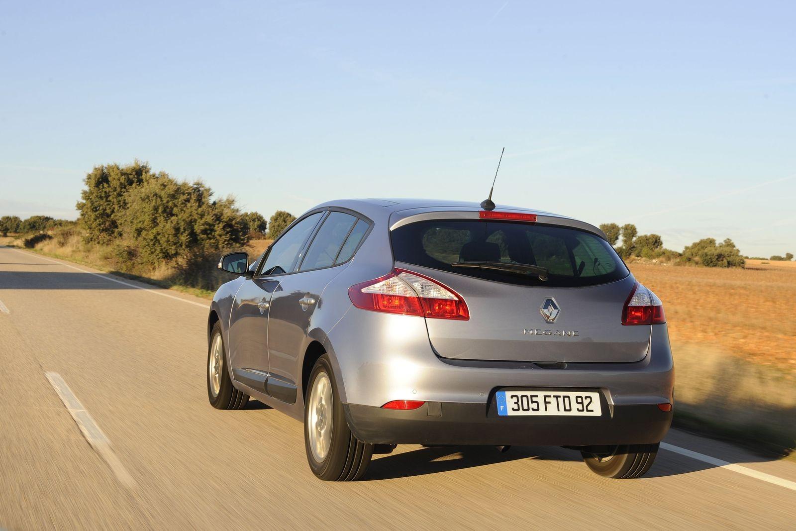 С-класс по цене подержанной Гранты: стоит ли покупать Renault Megane III за 650 тысяч рублей