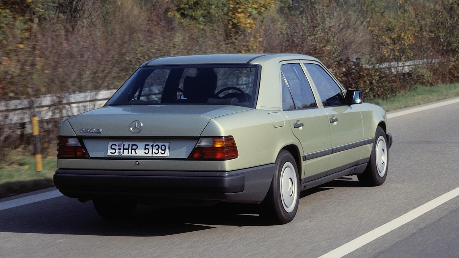 На фото: Mercedes-Benz (W124) '1985–1993