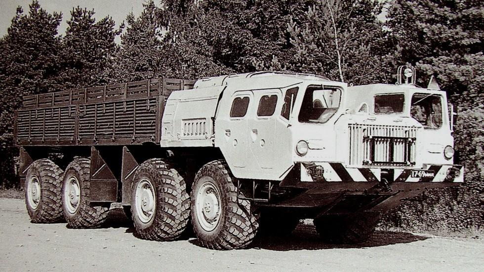 Гражданский 20-тонный автомобиль МАЗ-7310 с высокобортным кузовом (из архива НИИЦ АТ)