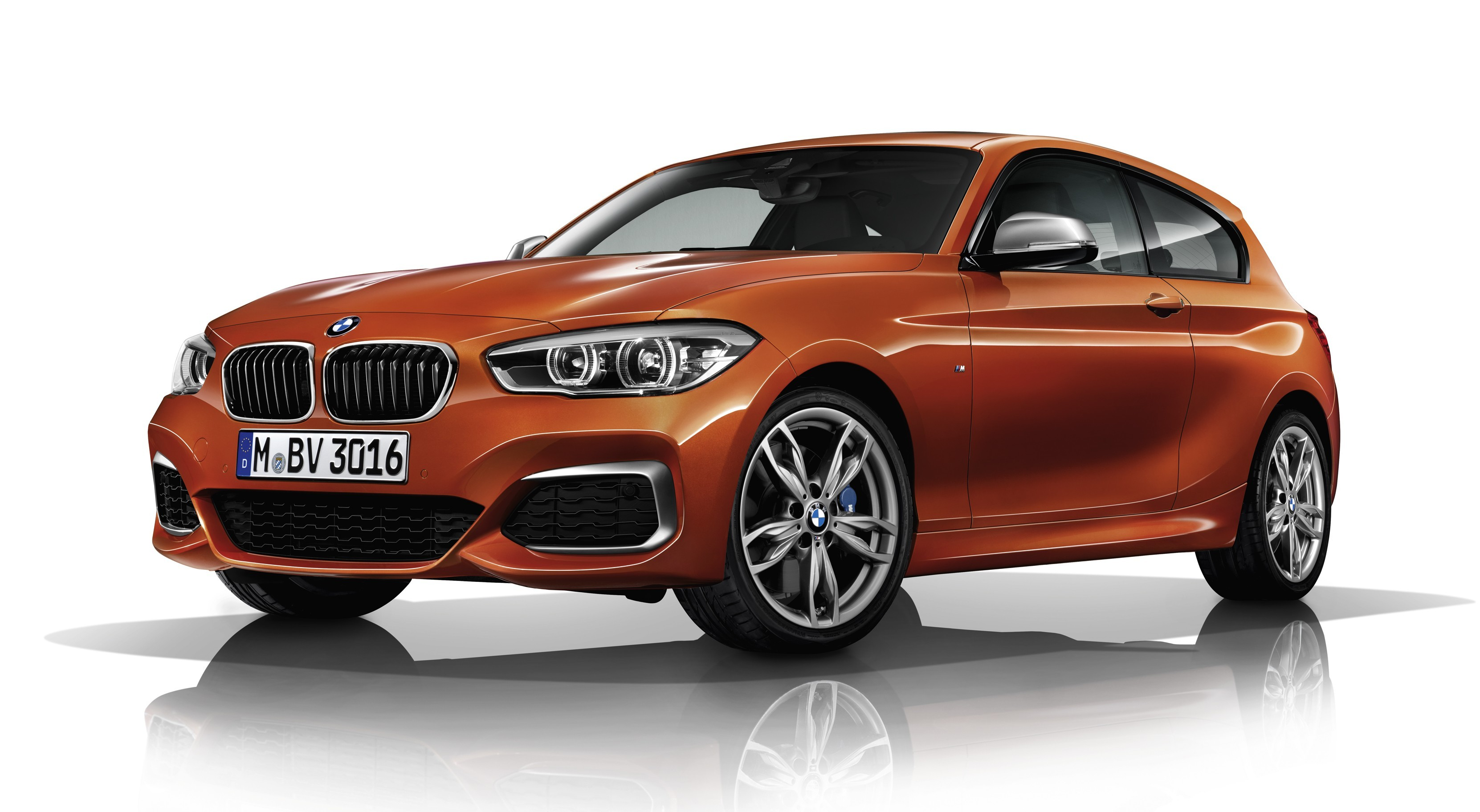 На фото: BMW M140i