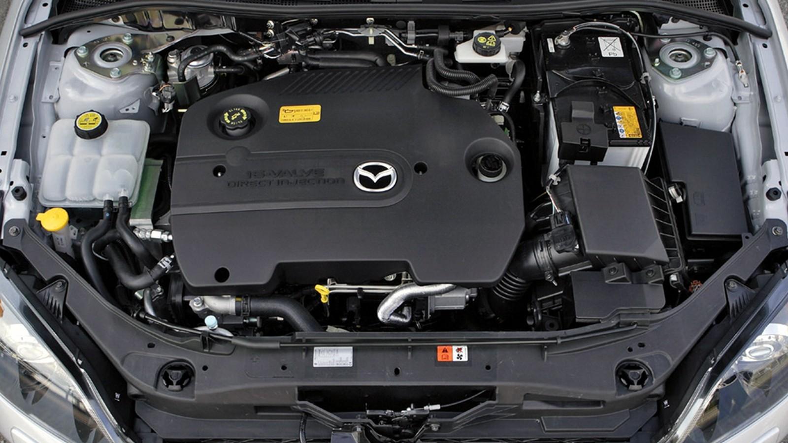 На фото: Под капотом Mazda3 Sedan (BK2) 2006–09