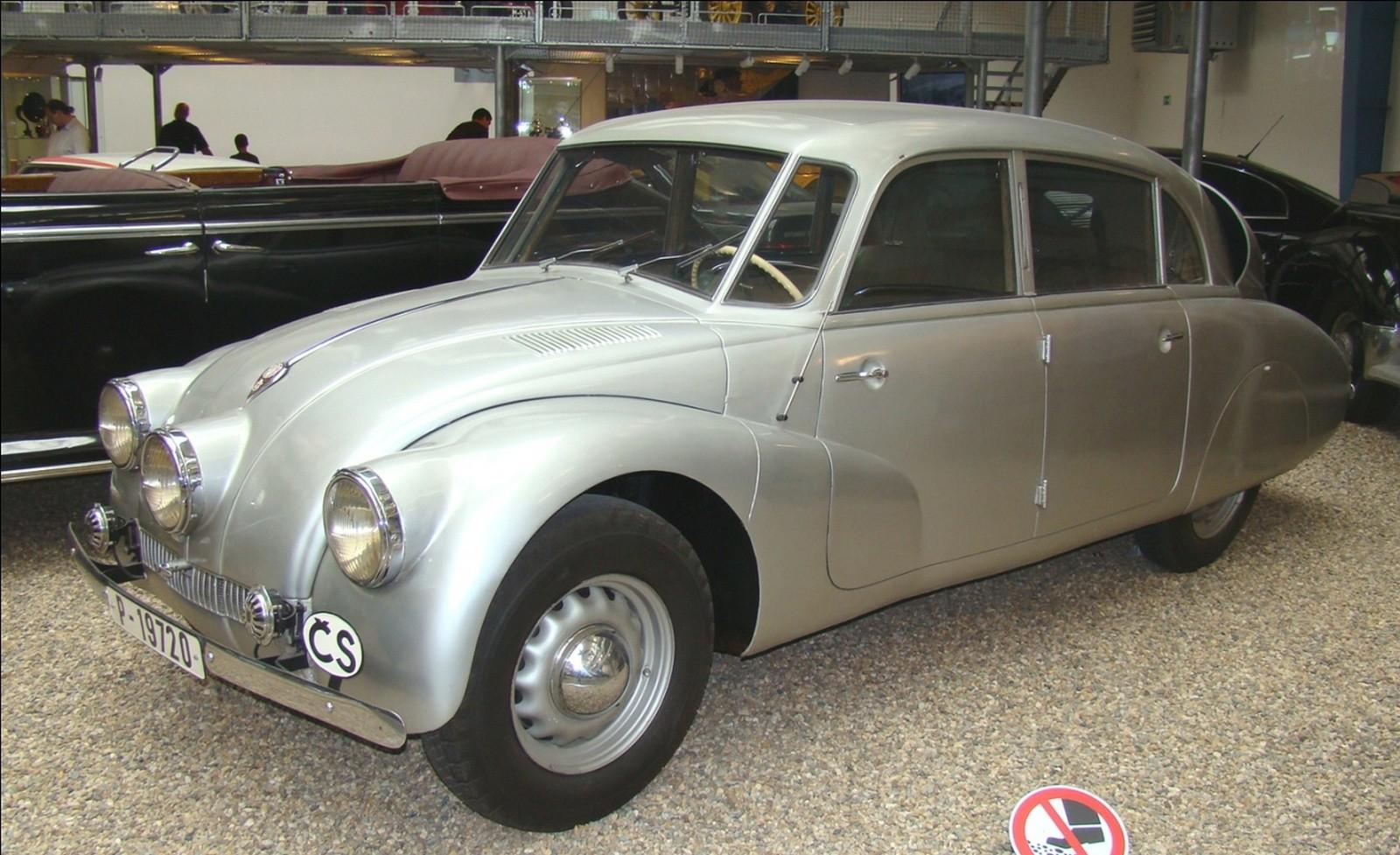 Знаменитый чехословацкий обтекаемый автомобиль Tatra-87 (фото автора)
