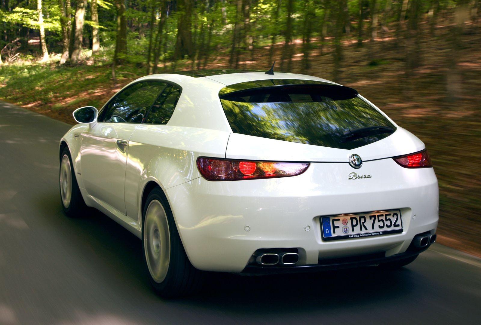 Почти безопасная тяга к прекрасному: стоит ли покупать Alfa Romeo Brera за 900 тысяч рублей