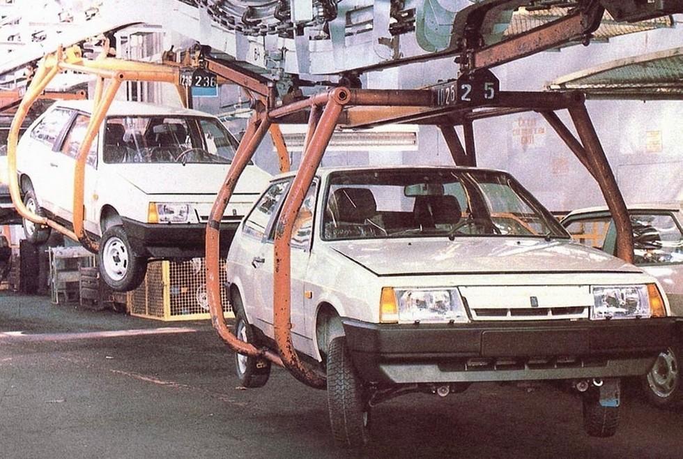 ВАЗ-2108 на заводском конвейере