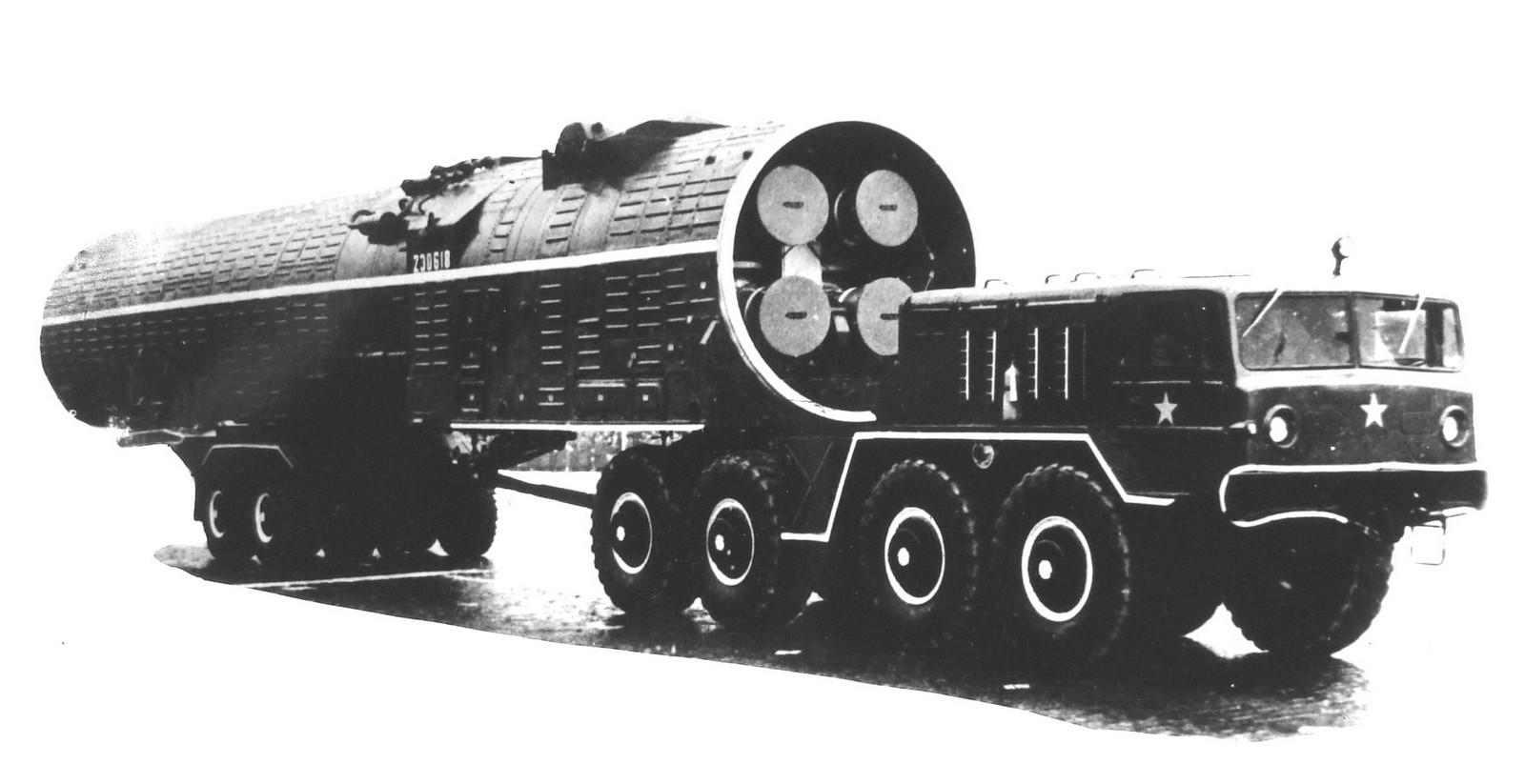 Тягач МАЗ-537В со смещенным назад седельным устройством. 1967 год (из архива НИИЦ АТ)