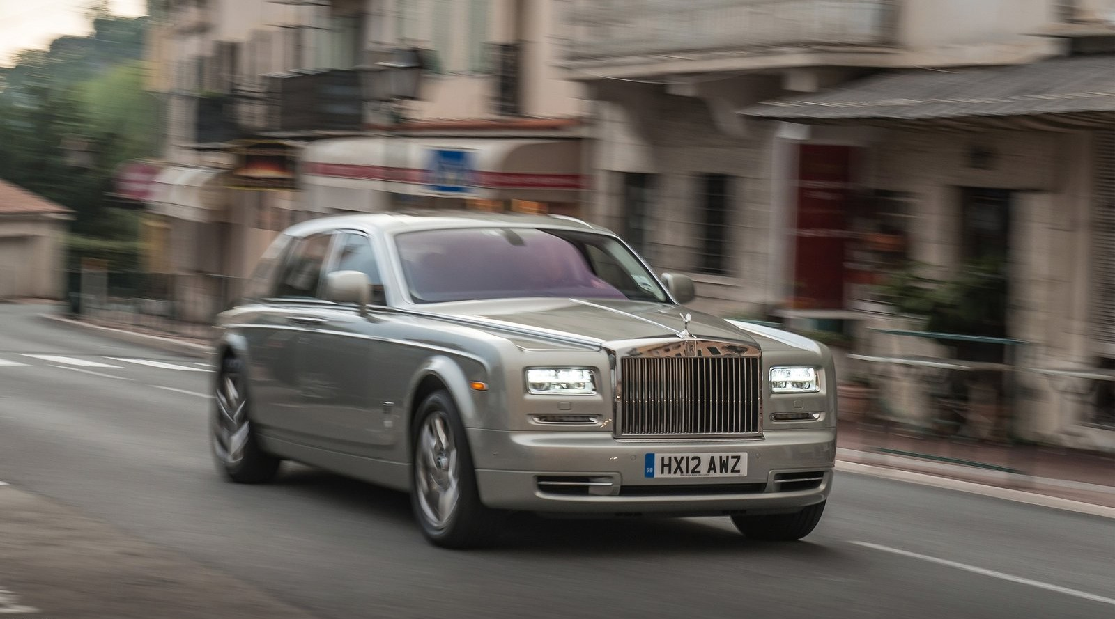Передняя сторона Rolls-Royce Phantom