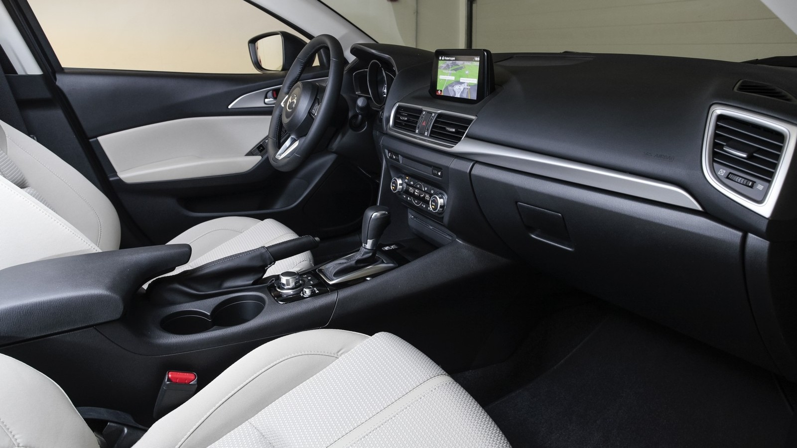 Mazda3_IPM_interior_003