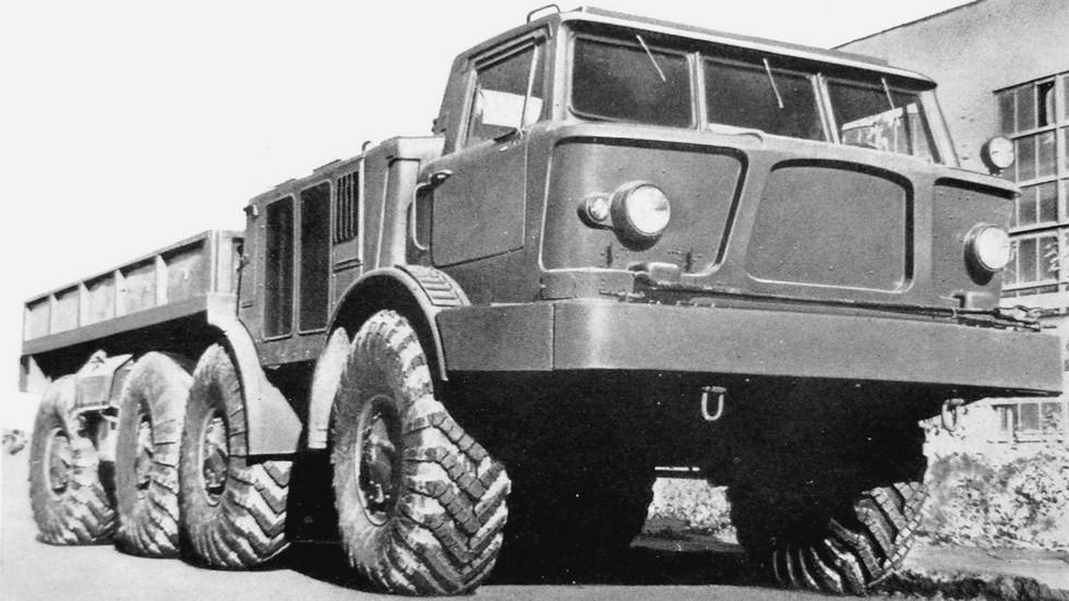 ЗИЛ-135ЛМ брянской сборки с цельнометаллическим кузовом (из архива автора)