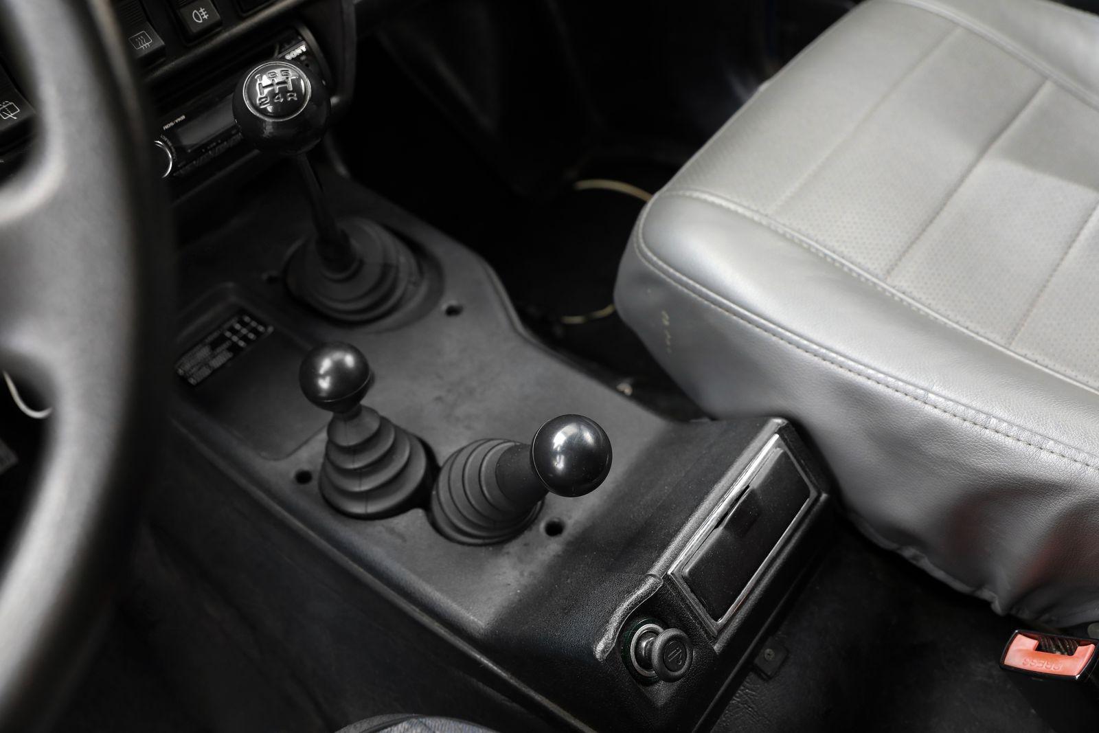 Кунг из чудо-пластика, ГУР и сидение-скамейка: опыт владения пикапом ВАЗ-2329 Нива