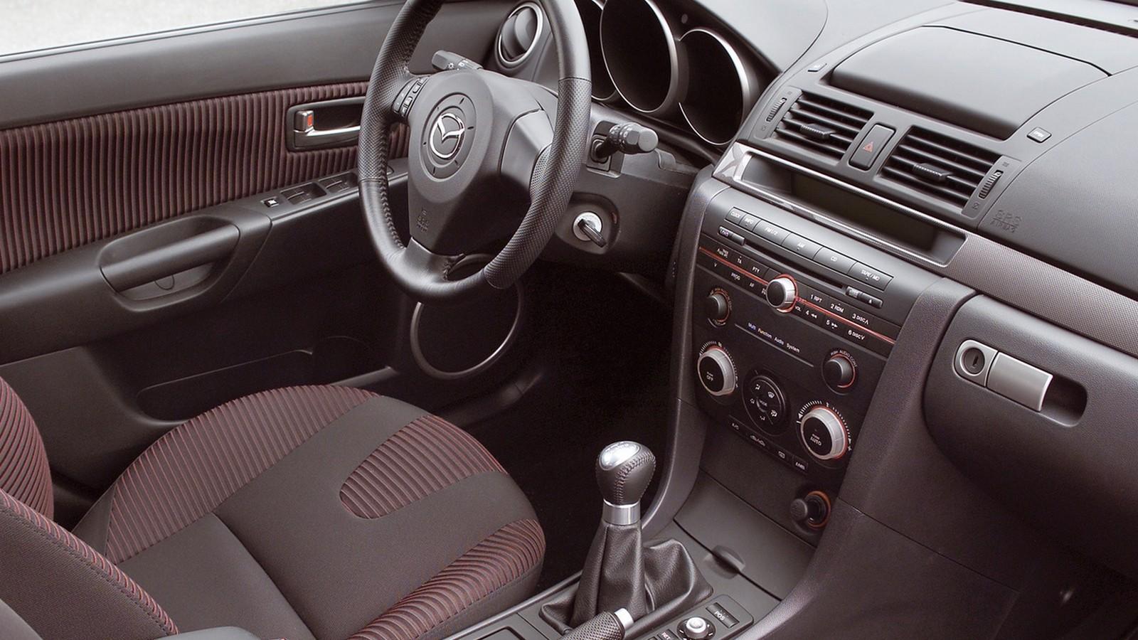 На фото: Интерьер Mazda3 Hatchback (BK) '2003–06