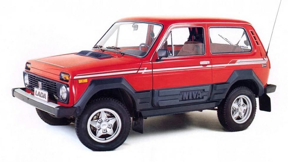 Под «дилерскими» легкосплавными дисками этой Lada Niva хорошо просматриваются серийные дисковые передние тормоза, которыми оснащались все автомобили модели ВАЗ-2121 с самого начала выпуска