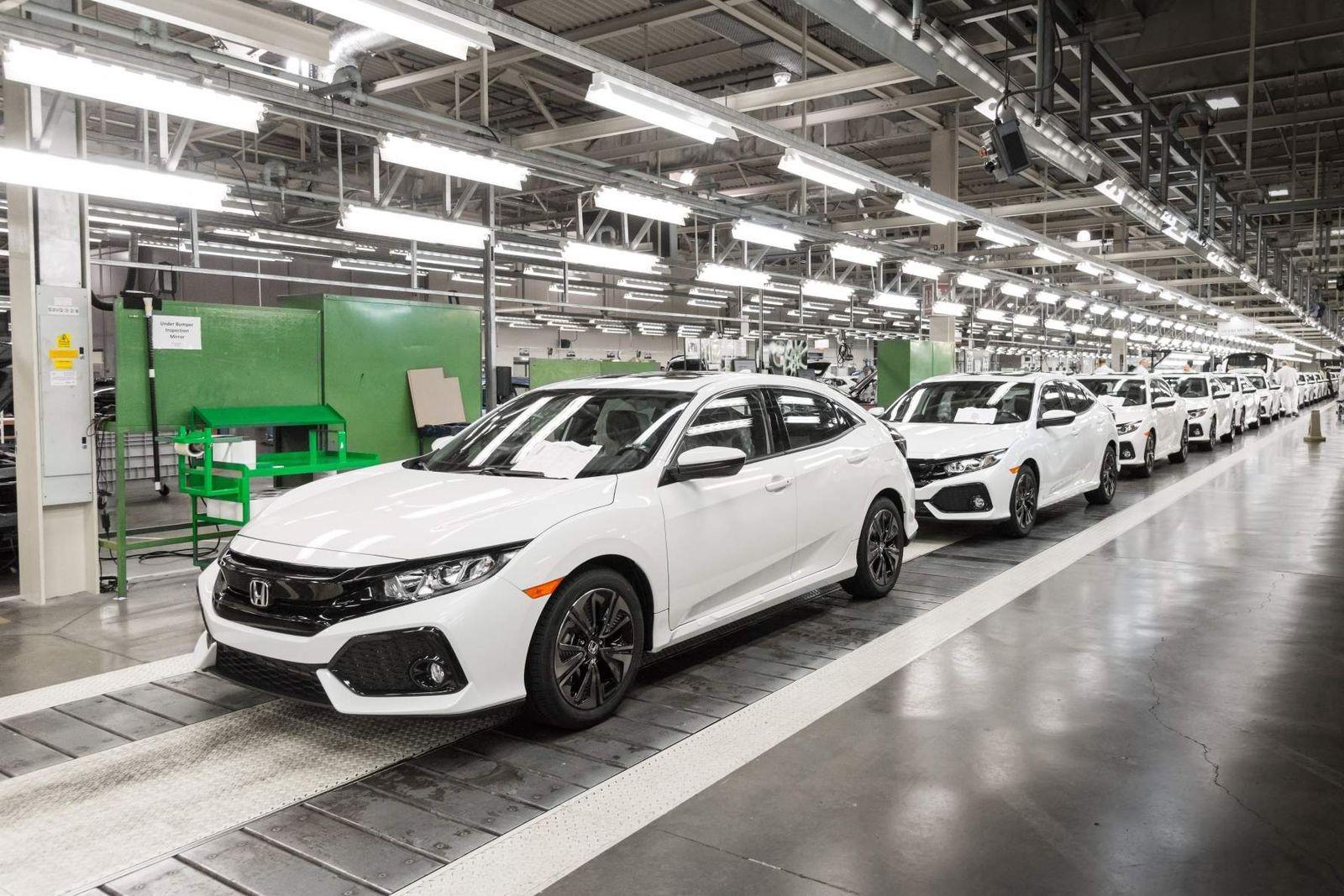 Основную загрузку британскому предприятию Хонды сейчас дают хэчтбеки Civic для американского рынка.