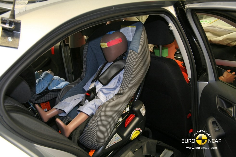 Volkswagen_Jetta_краш_тест_02