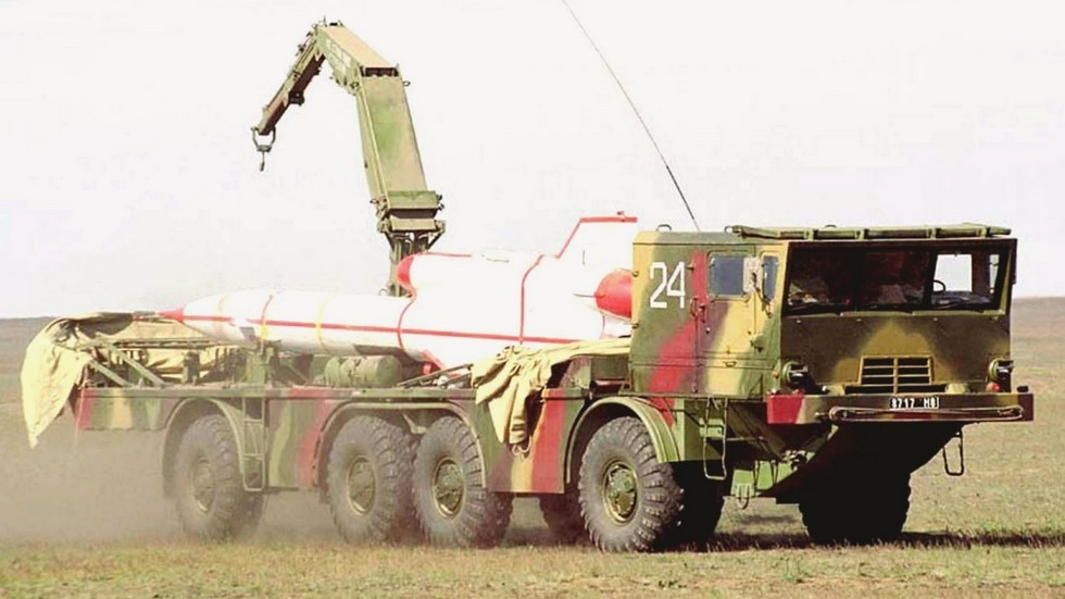 Транспортно-заряжающая машина ТЗМ-143 на автомобиле БАЗ-135МБ (из архива автора)
