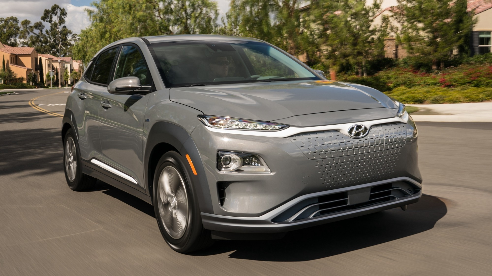Hyundai отзовёт взрывающиеся кроссоверы Kona Electric, но пока не знает, что с ними не так