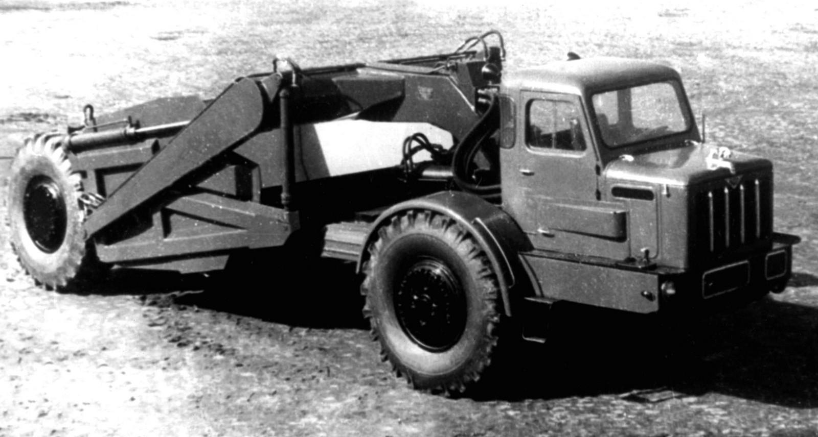 Опытный 120-сильный тягач МАЗ-529 в составе самоходного скрепера Д-357 (из архива МЗКТ)