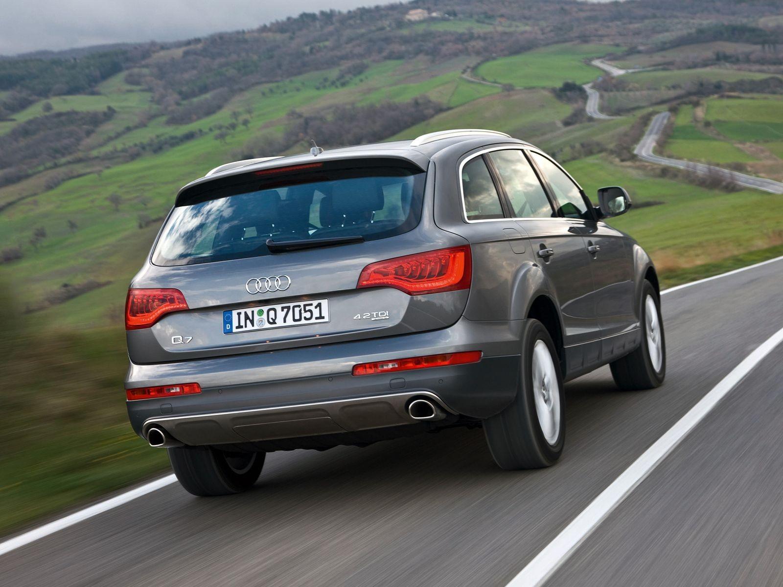 Вдвое дороже, вдвое моложе, но вдвое ли лучше: стоит ли покупать Audi Q7 за 2 миллиона рублей