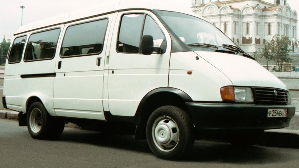 По меркам своего времени ГАЗ-3221 выглядел вполне современно