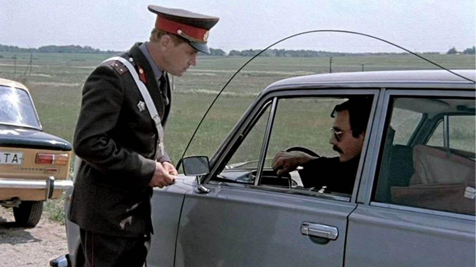принять вправо и остановиться милицейские автомобили в ссср