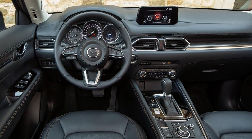 На фото: интерьер пятиместного Mazda CX-5 нового поколения