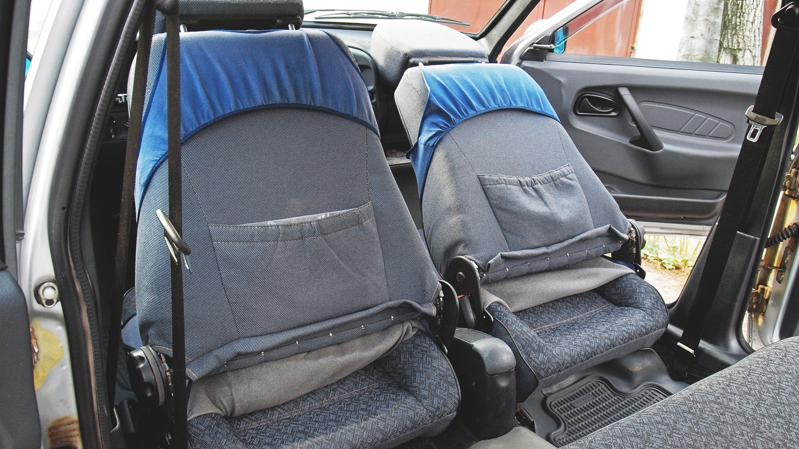 Двухдверное наследие: спинки передний сидений ВАЗ-2115 откидываются, как на «восьмерке»