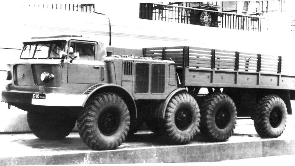 Многоцелевой автомобиль ЗИЛ-135Л4 на ВДНХ. 1966 год (из архива БАЗ)