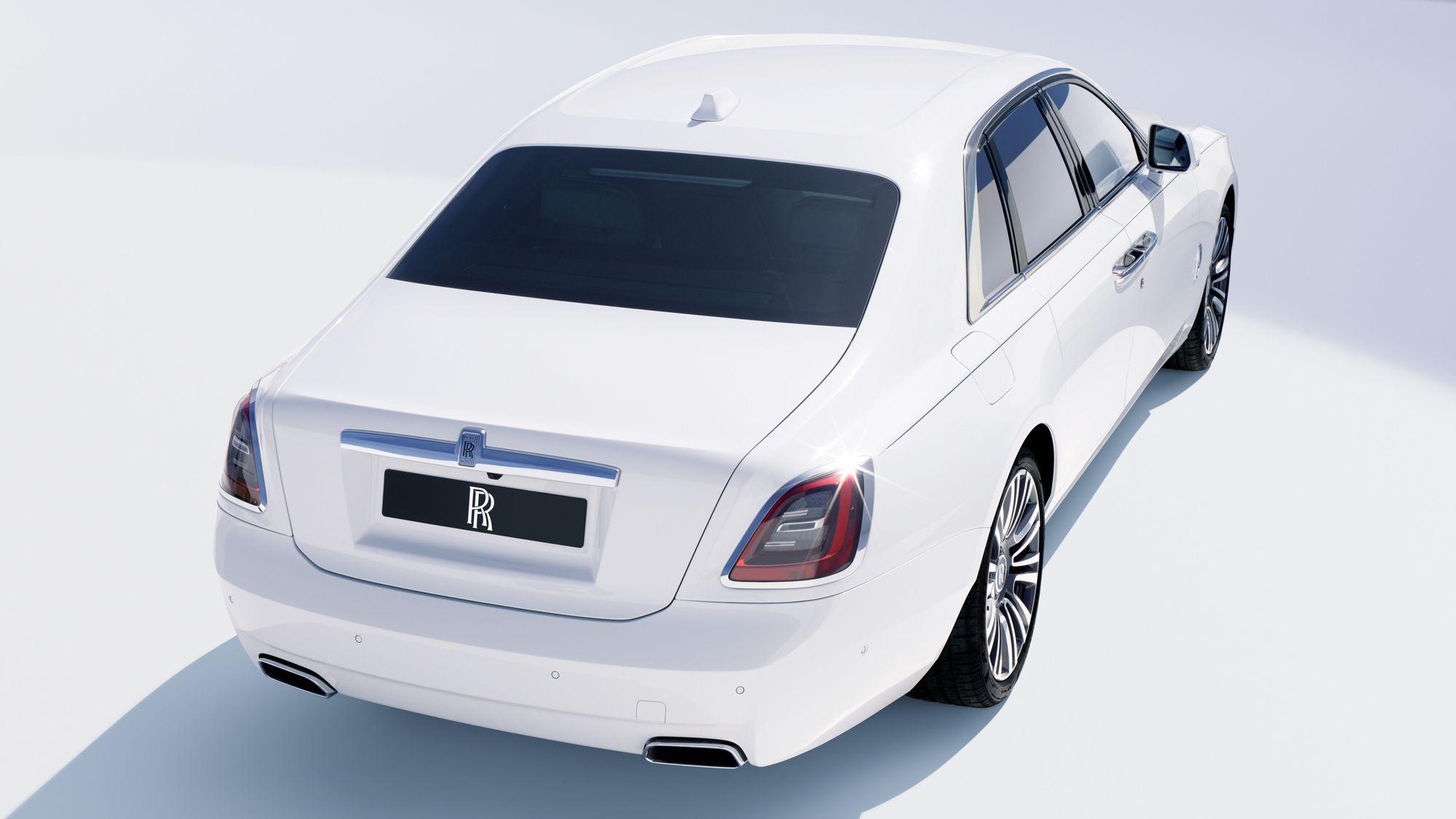 Новый Rolls-Royce Ghost: полный привод, 850 лампочек и подвеска-долгострой