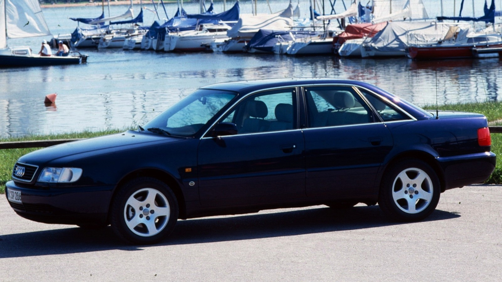 На фото: Audi A6 C4 1994–97