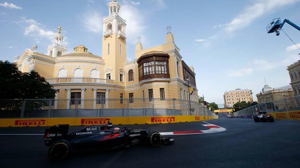 Пилот McLaren Фернано Алонсо высказался за пересмотр правила ограничения радиопереговоров во время гонки