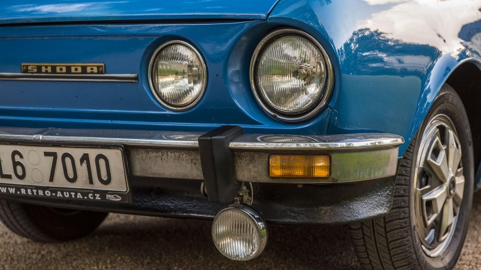 Skoda110 голубой фары