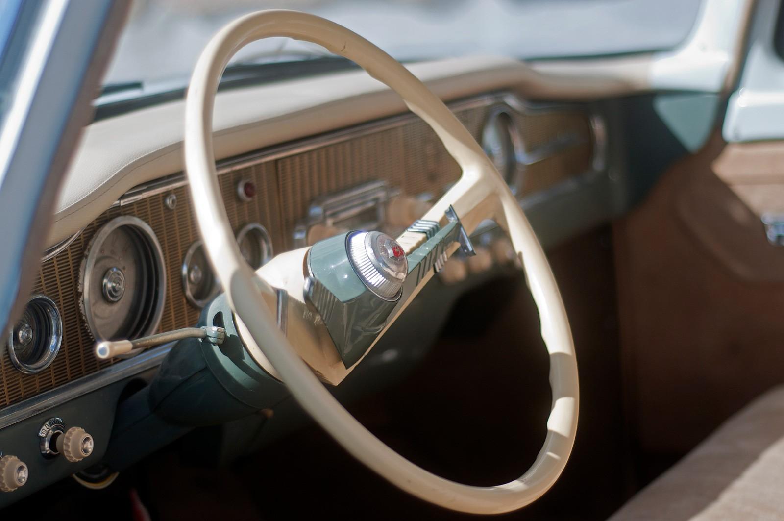 И вязнут спицы расписные: тест-драйв ГАЗ-13 Чайка 1974 года