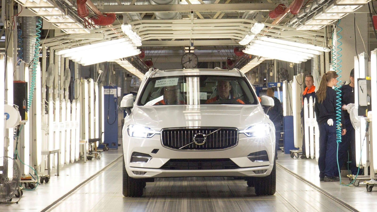 The first new XC60 rolls off the production line in Torslanda, S