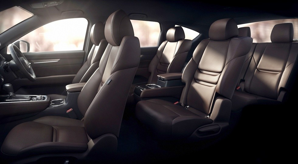 На фото: салон Mazda CX-8