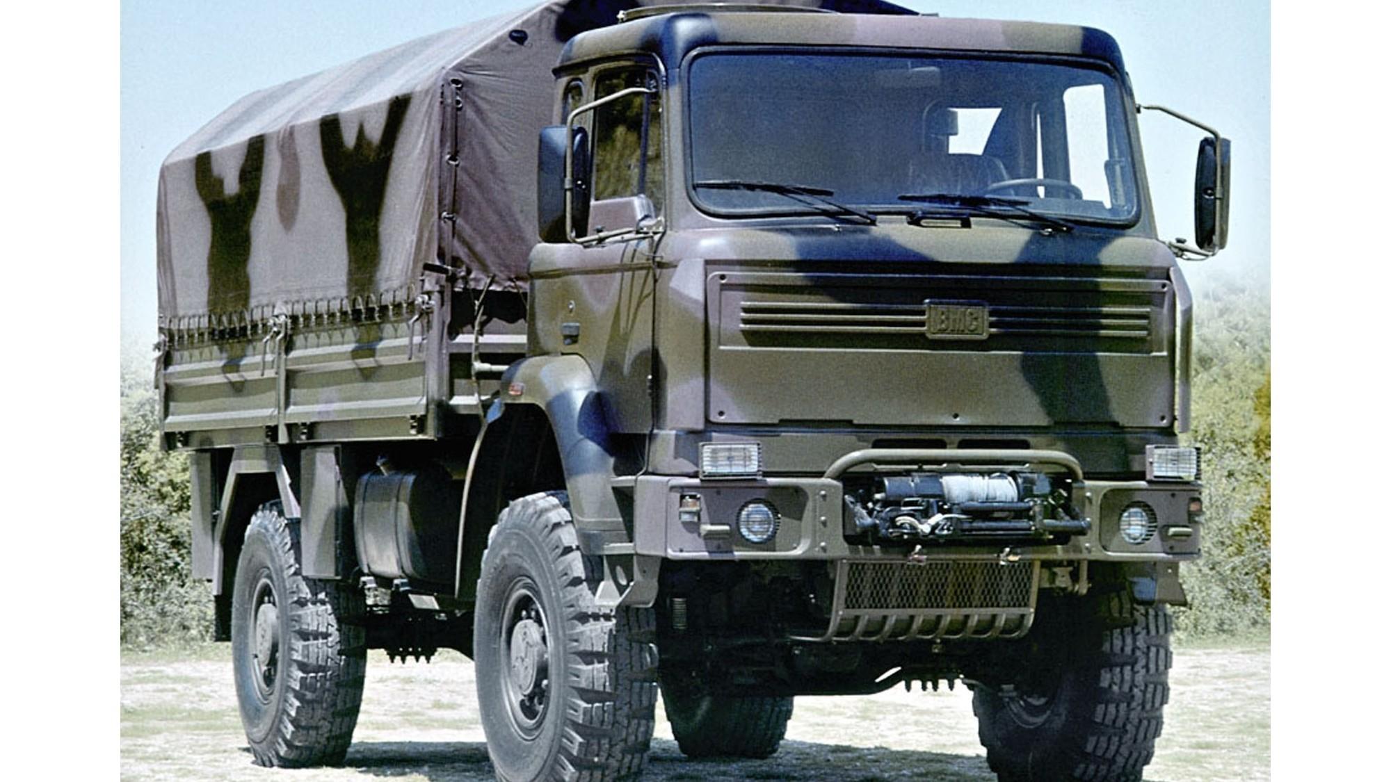 Средний 235-сильный грузовик BMC 235-16 первого поколения
