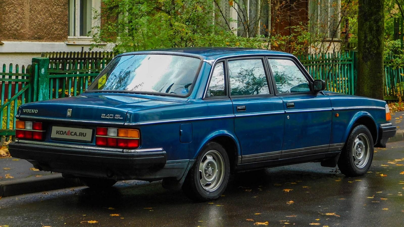 Volvo 240 синяя сзади (3)