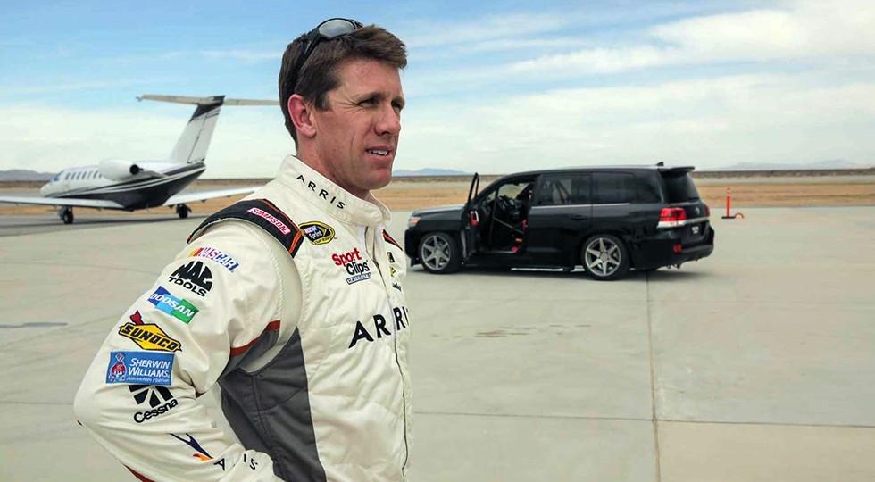 За рулём во время скоростного забега находился гонщик «Тойоты» в серии NASCAR Карл Эдвардс