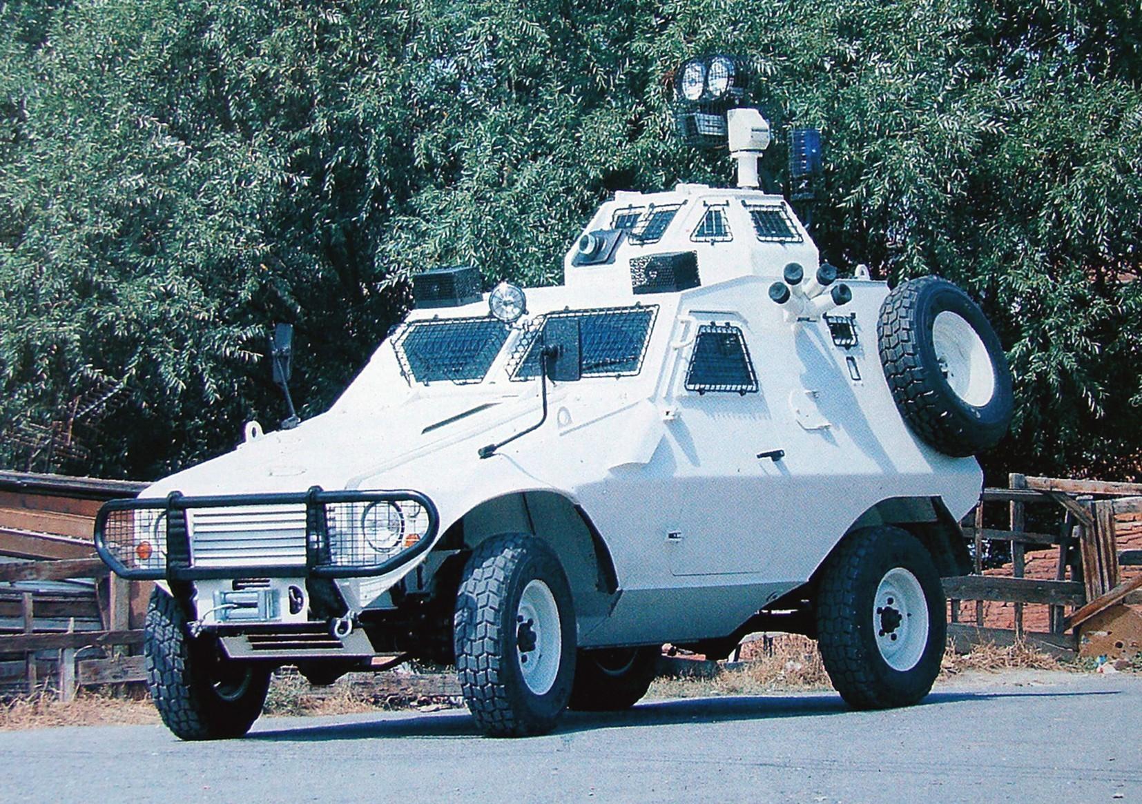 Полицейский вариант Akrep с наблюдательной башней и гранатометами