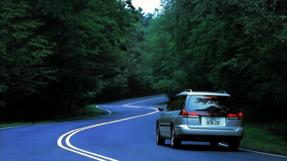 На фото Subaru Legacy 2.5 Touring Wagon (BD) '1994–98