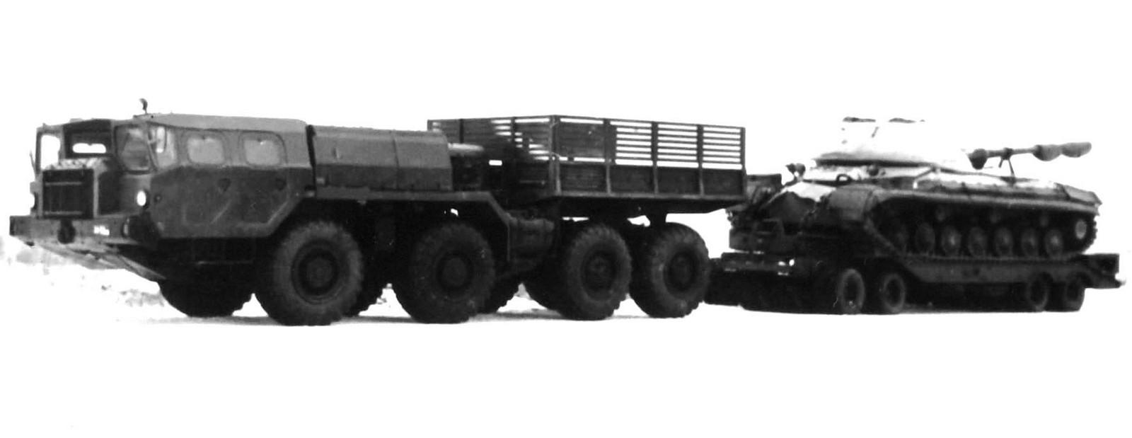 Балластный тягач МАЗ-7311 «Оплот-П» с танком Т-10М на прицепе ЧМЗАП-5212А