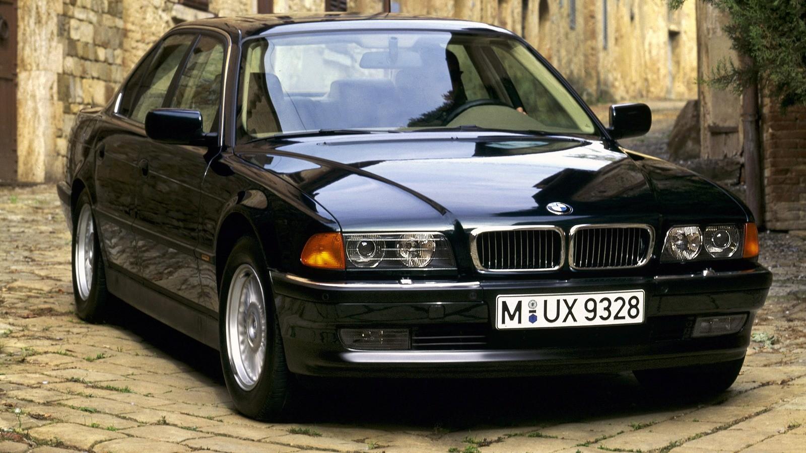 На фото: BMW 750i (E38) '1994–97