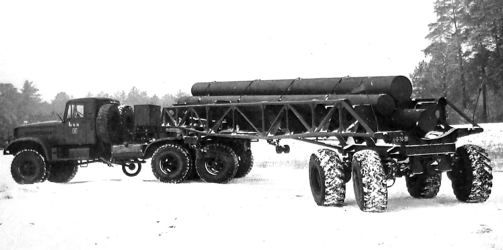 Полуприцеп со всеми управляемыми колесами с седельным тягачом на шасси ЯАЗ-214 (из архива НИИЦ АТ)